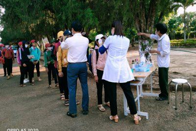 Trường THCS Y Ngông Niê KDăm đón học sinh đi học trở lại sau thời gian nghỉ học để phòng, chống dịch Covid-19