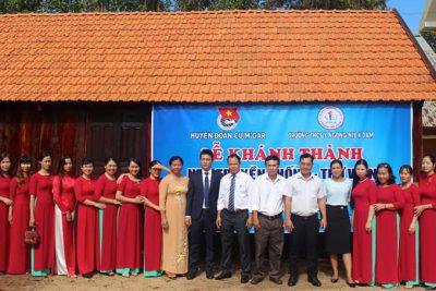 Khánh thành Nhà Truyền thống – thư viện tại Trường THCS Y Ngông Niê Kđăm